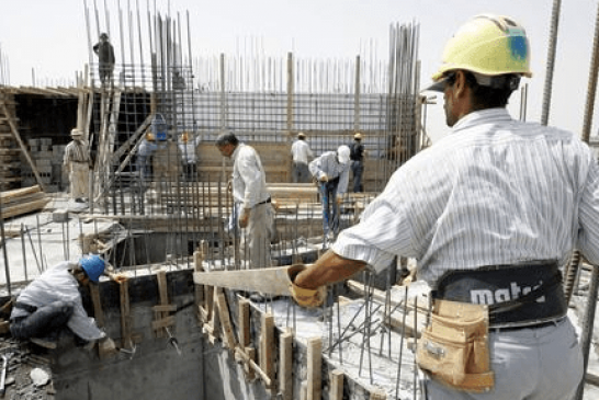 """""""العمل"""" تؤكد استمرار عقود السعوديين الذين يعملون مع المقاول المتعثر"""