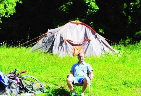 غلاء الإيجارات في بريطانيا .. طالب ماجستير يسكن عاماً كاملاً في خيمة .. !