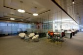 تصميم المكاتب الإدارية .. جمالٌ يعززه الفراغ وتظهره الألوان المناسبة والخامات المستخدمة