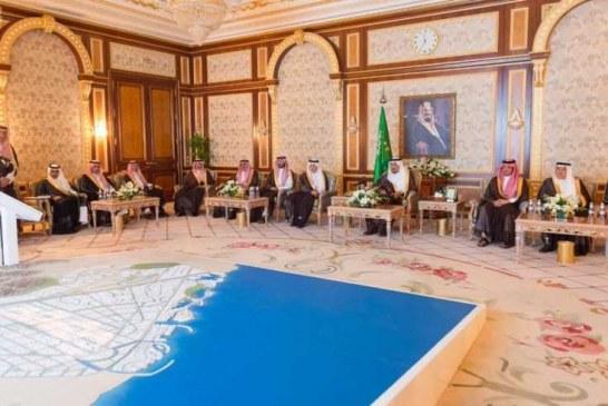 خادم الحرمين الشريفين يطلع على مجسم مشروع الفيصلية السكني والإداري بمنطقة مكة المكرمة