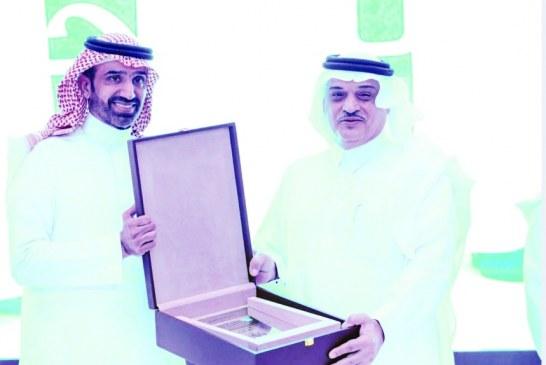 كرمه وزير العمل.. بنك الجزيرة يرصد 10 ملايين ريال لدعم وتمويل مشروعات الأسر المنتجة